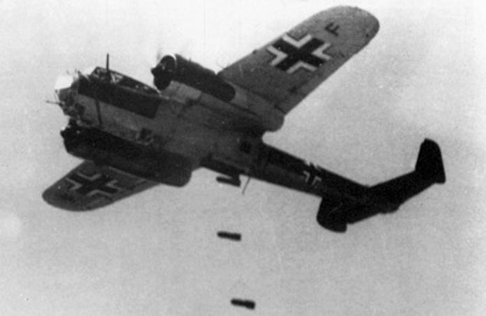 Dornier_Do_17_dropping_bombs_1940